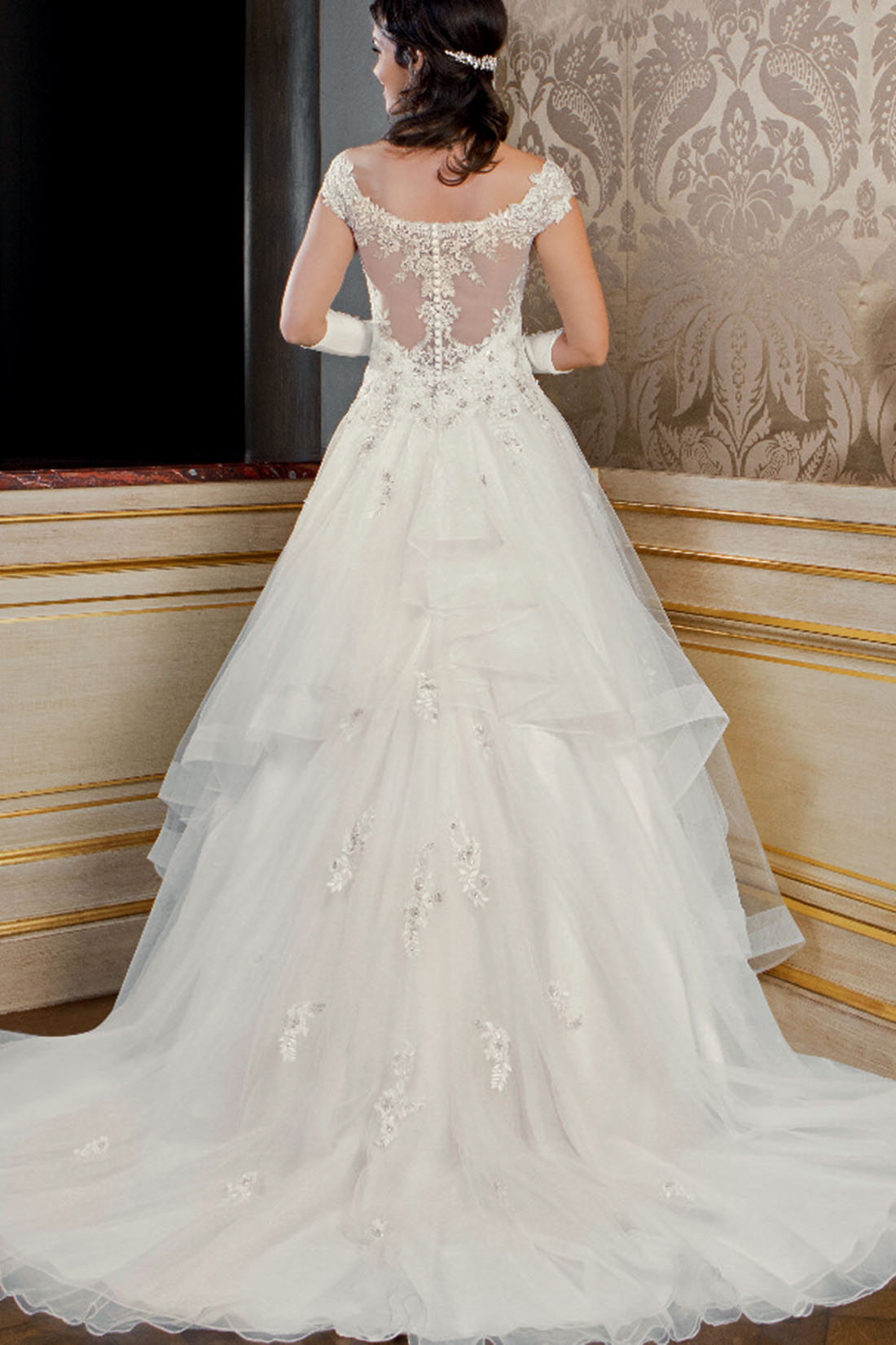 Collection Bella 2018   Robe de mariée Cinderella 7ff1c3fd5c4