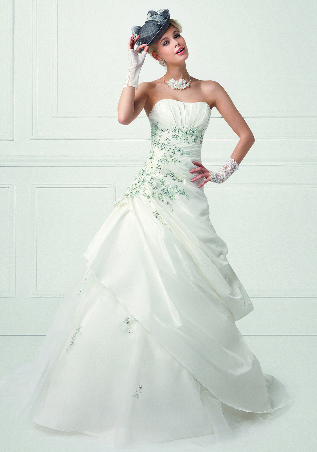 Collection bella 2016 robe de mari e romagne for Robes de mariage vert jade